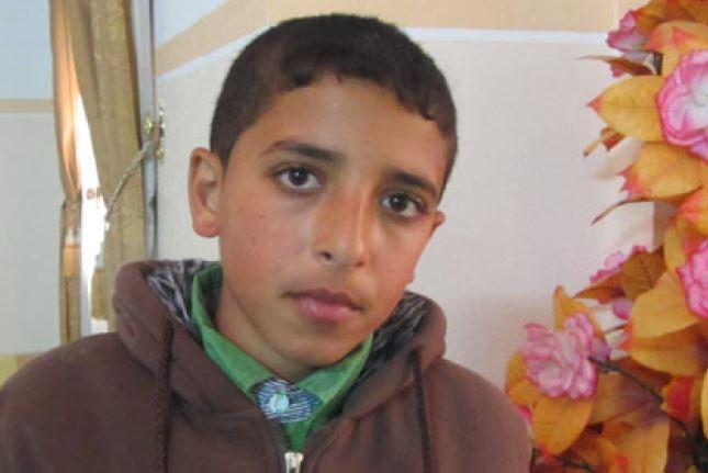 الطفل رامز الفرا منع من زيارة والده الاسير
