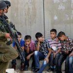 فيديو لاعتقال أطفال فلسطينيين أحدهم مصاب من قبل جيش الاحتلال الإسرائيليVideo shows the arrest of Palestinian children, one of them is injured by the Israeli occupation army