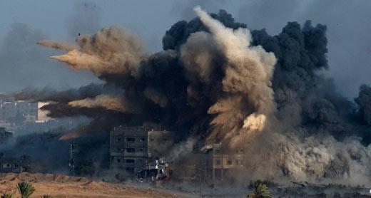 قصف منزل في قطاع غزة. تصوير: رونين زفولون، رويتريز. 26/7/2014