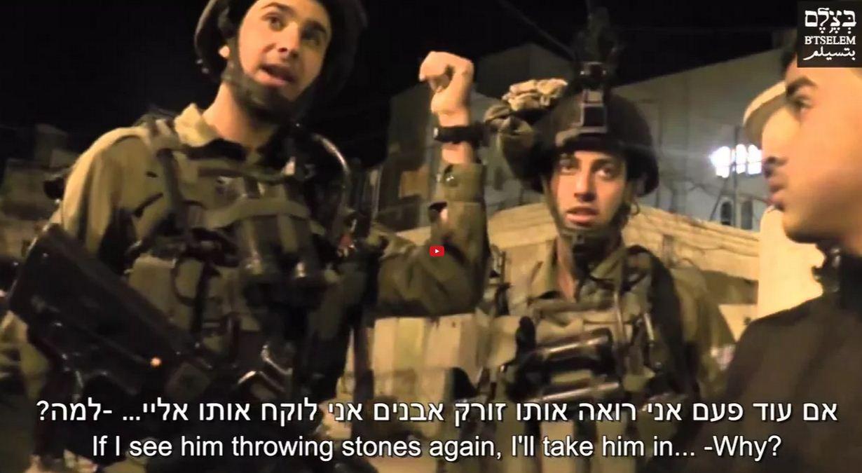 فيديو - وسط مدينة الخليل - الجيش الاسرائيلي يضايق عائلة متطوعين في بتسيلم بالخليل، لمدة أسبوع، ويهددون باعتقال ابنهم القاصرVideo - Hebron city center - Soldiers repeatedly harass B'Tselem volunteers' family in Hebron, threaten wrongful arrest of teen sonמרכז העיר חברון - חיילים הטרידו במשך שבוע משפחה של מתנדבי בצלם בחברון ואיימו במעצר שווא של בנם הקטיןEl-Halil kenti El-Halil kentinde - Israil işgal güçleri bir hafta boyunca Filistinli bir aileyi taciz ettiСолдаты ЦАХАЛа угрожают арестом подростку в городе Хеврон